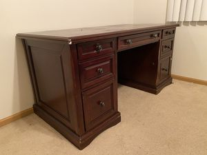 Office table for Sale in Lincoln, NE