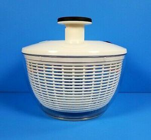 """Oxo 8"""" Small Salad Spinner for Sale in Washington, PA"""