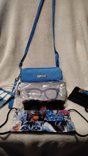 6PC SET VERA BRADLEY CROSSBODY WALLET 3 FACE MASKS SUNGLASSES AND CASE for Sale in Detroit, MI