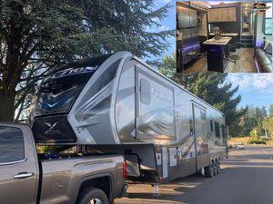 2018 FUZION TOY HAULER-43ft-huge 13.6ft garage-3slides for Sale in Montesano, WA