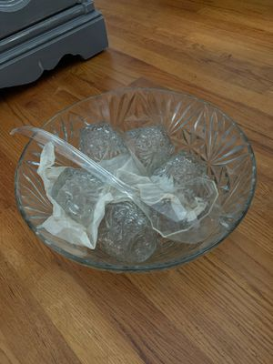 Pinch bowl w/ 8 cups for Sale in Brunswick, OH
