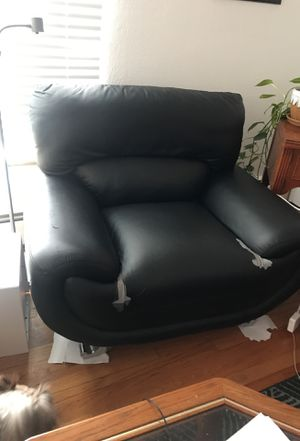 Free love seat for Sale in Denver, CO