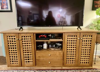 """Custom Made - Solid Wood TV Stand/Entertainment Stand - Fits 65"""" TV for Sale in Alexandria,  VA"""