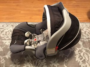 Graco Snugride Classic Connect 30 car seat & base for Sale in Windermere, FL