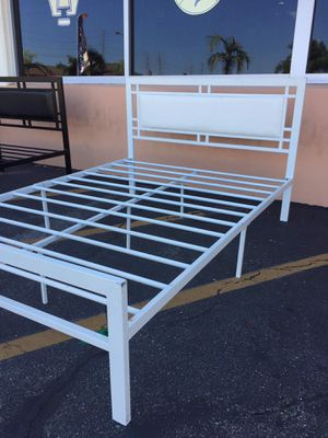 Metal bed frame full size set for Sale in Costa Mesa, CA