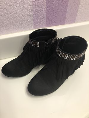 Boots for big girls size 2 for Sale in Riverside, CA