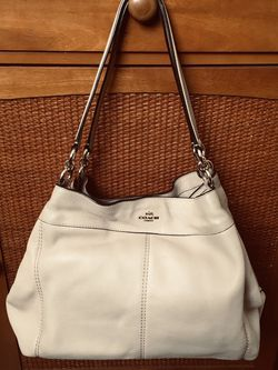 Coach Pebbled Leather Shoulder Purse for Sale in Downey,  CA