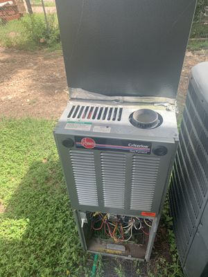 Ac unit and furnace 2ton capacity with Freon used but works good!! for Sale in Austin, TX