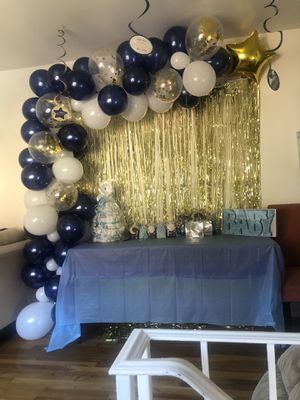 Free balloon arch 🎈🎈🎈👑💙💙 we used today !!!!! for Sale in Dale City, VA