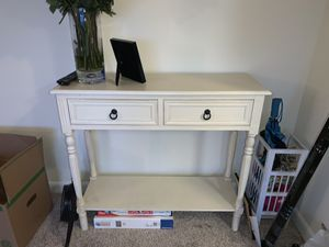 Beautiful White End Table for Sale in Chevy Chase, MD