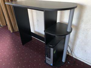 Desk (Good Condition!) for Sale in Stockton, CA