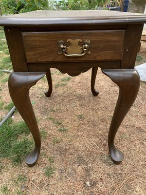 End table $20 for Sale in Leavenworth, WA