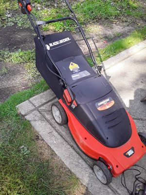 Black & Decker Lawn mower with a bag for Sale in Calumet City, IL