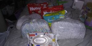 134 new born dippers all huggies brand 20 are by pampers and a pack of huggies wipes big pack obo for Sale in NEW PRT RCHY, FL