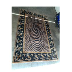 Rug 5x 8 Feets Good Conditions Just Dont Need It PRICE IS FIRM, HABLO ESPANOL NO DELIVERY for Sale in Henderson,  NV