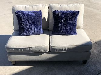 Small Seating Soft/love Seat With 2 Throw Pillows for Sale in Austin,  TX
