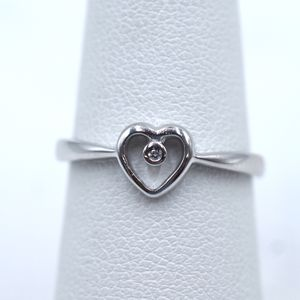 14k White Gold Heart Ring with Diamond for Sale in San Fernando, CA