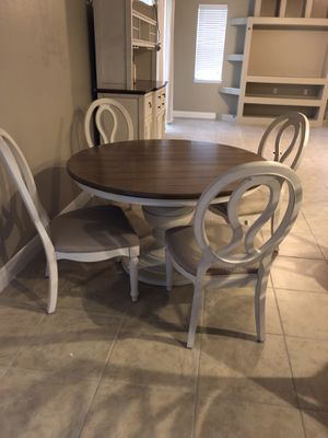Table and chairs. Like New! for Sale in Orlando, FL