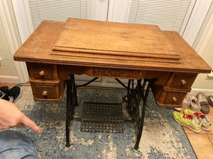 Antique WHITE sewing machine for Sale in Houston, TX
