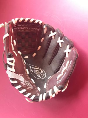 Kids baseball glove 9 inch for Sale in Reading, MA