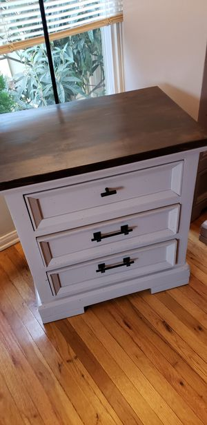 (2) Nightstands / endtables for Sale in Long Beach, CA