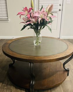 Beautiful Wood Round Coffee Table for Sale in Pflugerville,  TX
