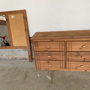 Dresser And Mirror for Sale in Garner, NC