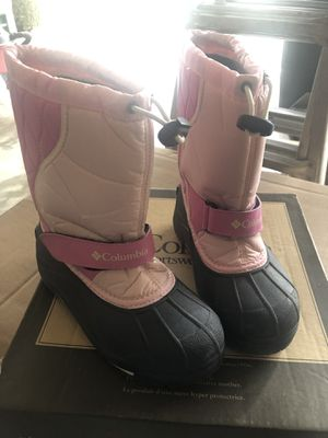 Girls size 2 Columbia snow boots for Sale in Puyallup, WA