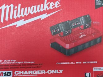 Milwaukee 48-59-1802 M18 Dual Bay Simultaneous Rapid Charger for Sale in Pompano Beach,  FL