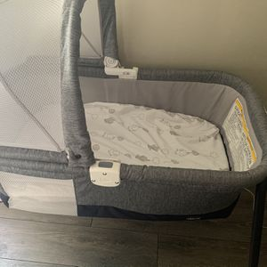 Baby Bassinet for Sale in Chicago, IL