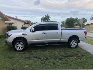 Nissan Titan XD Diésel for Sale in Miami, FL