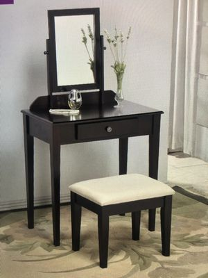 Vanity Set with mirror and padded stool for Sale in Miami, FL