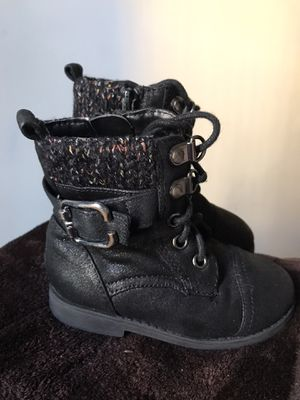 Boots 5c for girl for Sale in Los Angeles, CA