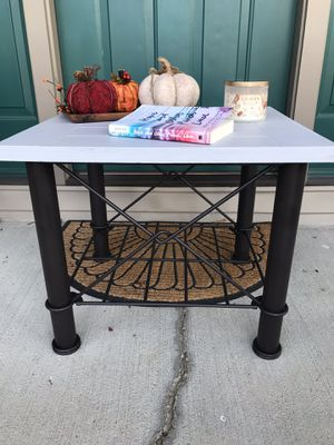 Rustic end table for Sale in Newark, OH