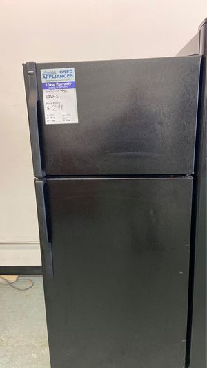 Black hotpoint top freezer refrigerator on sale today for Sale in Littleton, CO