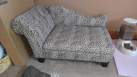 Pet couch lounge for Sale in Silver Spring,  MD