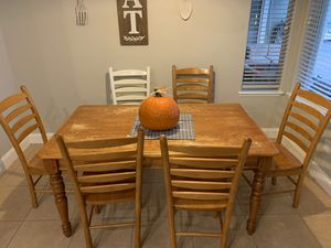 Kitchen table with 6 chairs for Sale in Alafaya, FL