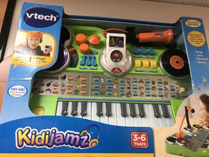 New Kidijamz Studio keyboard piano Microphone Music Recorder MP3 player. for Sale in Tustin, CA