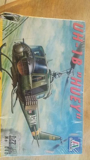 "1998 Italeri #040 1:72 UH-1B ""Huey"" Unassembled Model Kit for Sale for sale  El Paso, TX"