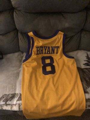 This a Kobe Bryant throw back jerseys from 18 year old rookie vintage rare for Sale in Niagara Falls, NY