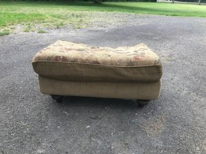 FREE OTTOMAN PICK UP TODAY! Come get it!!!! for Sale in Gresham, OR