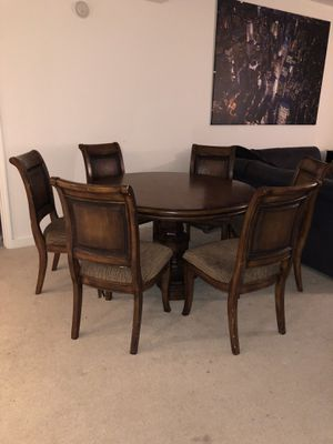 Large Round Table 6 chairs for Sale in Orlando, FL