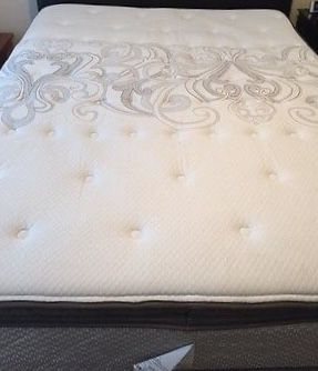 Queen Mattress & Boxspring Excellent Condition