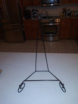 22 INCHES TALL TRIPOD METAL EASEL for Sale in Naperville, IL