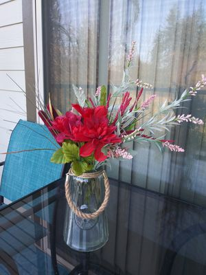 BEAUTIFUL FLOWERS JAR W/ FAKE FLOWERS SET. for Sale in Bothell, WA
