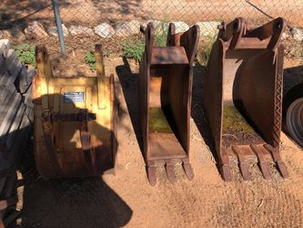 Backhoe buckets 1 24 inch and 2 18 inch. Case for Sale in Tucson,  AZ
