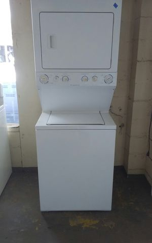 White Frigidaire Stackable Washer & Dryer for Sale in Tampa, FL