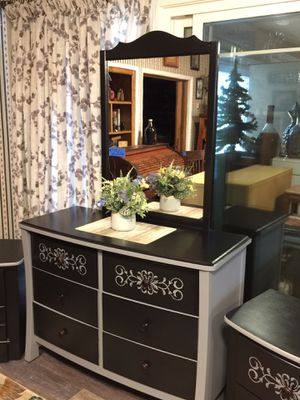 Dresser with Mirror and 2 matching nightstands for Sale in Turlock, CA