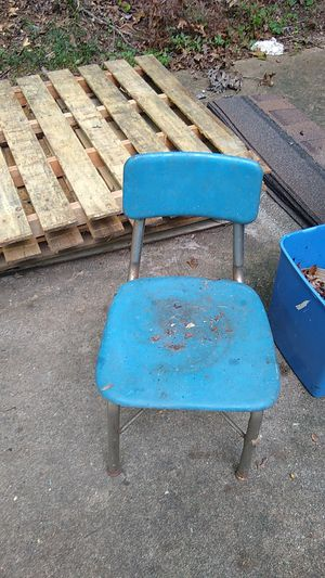 Free kids chair for Sale in Raleigh, NC