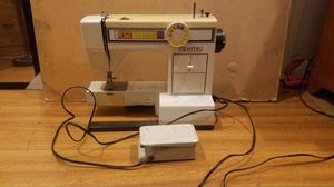White Sewing Machine for Sale in Los Angeles, CA